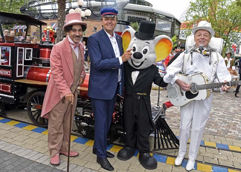 Roland Mack en chauffeur de locomotive et en maître de cérémonie pour ce 40ème anniversaire.
