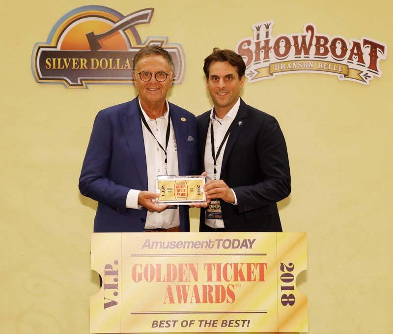 """Roland et Thomas Mack reçoivent le très convoité """"Golden Ticket Award"""" pour le meilleur parc de loisirs du monde"""
