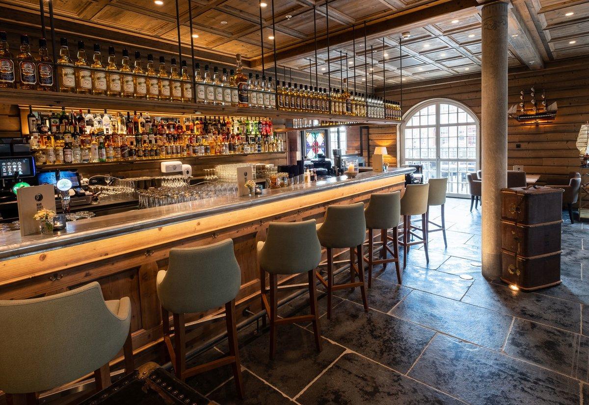 Construction de l'Hôtel KRØNASÅR, Le bar « Erikssøn »